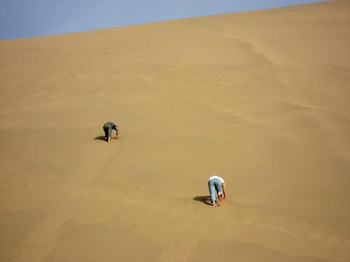 Kkkk and Quan climbing the dune