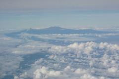 Vista del Kilimangiaro (lb75darth) Tags: ocean africa sky mountain holiday clouds canon airplane island 350d nuvole mt view kenya indian indianocean may cielo canon350d vista boeing mauritius 2008 madagascar meters montagna aereo vacanza linea maggio indiano oceano isola oceanoindiano aereoplano 11000 kilimangiaro metri dallaereo lb75darth isoladimaurizio mauriziane
