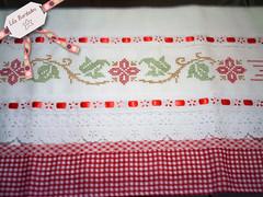 Motivo Floral (Lila Bordados em Ponto Cruz) Tags: vermelho decorao cozinha presente bordado pontocruz panodeprato