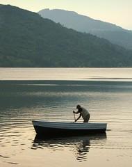 alba sul lago di mergozzo #3 (seligr) Tags: light people italy men water boats lago dawn lakes piemonte piedmont verbano mergozzo italianlakes
