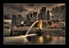 Merlion Park (Mario Wibowo, ARPS) Tags: travel sculpture skyline night marina buildings landscape cool singapore shot landmark icon gotham hdr merlion roq guasdivinas