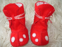 Red with white polka dots winter baby booties (Funky Shapes) Tags: christmas uk winter red baby white cute love colors fashion kids children shower toddler shoes colours autum handmade unique oneofakind crafts craft funky felt colores zapatos polkadots gift kawaii bebe accessories etsy feltro slippers booties dsm bootees wholesale bebes babygift funkyshapes babyclothing babyslippers dawanda etsykids etsybaby apliquee