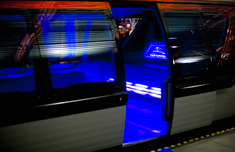 Rumor Wdw To Get New Monorail Trains In Near Future