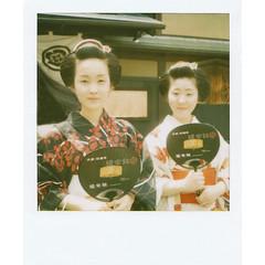 Kyoka and Kimichiyo, maiko from Gion (Masahiro Makino) Tags: japan photoshop sx70 kyoto maiko adobe  gion matsuri lightroom poraloid   600film kyoka   kyouka   kimichiyo pola2008071733ps25p filmfilmforever