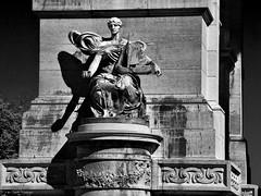 Brussels, Belgium 103 - Parc du Cinquantenaire -  Triumphal arch (detail) (Claudio.Ar) Tags: city brussels bw history statue architecture arquitectura europa europe belgium sony ciudad bn triumphalarch bruselas estatua belgica dsc historia h9 arcodeltriunfo parcducinquentenaire atqueartificia claudioar claudiomufarrege