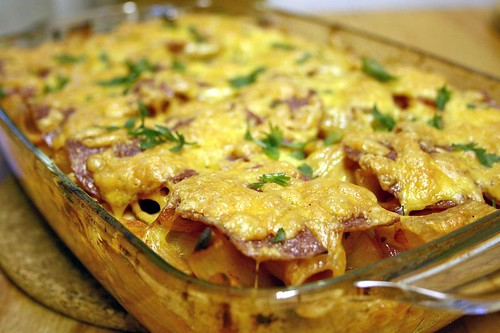 Baked penne with cheese crust