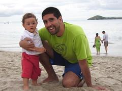 Disfrutando en la playa (parrao) Tags: paz playa resort piscinas vacaciones panam placer paraso rascacielos decameron privilegio familiafeliz