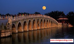 Full Moon over the seventeen arch bridge in the Summer Palace (Meiguoxing) Tags: china bridge summer lake de long arch hill beijing corridor palace verano palais longevity yiheyuan summerpalace he kunming palazzo yuan peking attraction attractions yi palacio seventeen somera destate neuer pkin  pechino  dt  sommerpalast  palaco