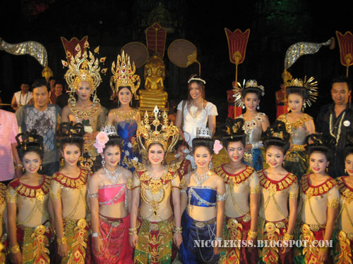 me with thai performers