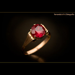 Ruby... (Fernando Delfini) Tags: macro home stone canon studio advertising gold design still propaganda sopaulo ad bijoux bijuteria 100mm ring sampa sp precious fina fernando catalog jewelery ruby fotografia jewels 2008 gems catlogo biju jewel hstern ouro comercial publicidade anel estdio rubi delfini bijouteria jia publicitria jias joalheria vivara joalheiro tiffanys jewelphotography fotografiadejias fernandodelfinicom
