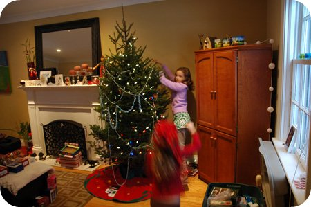 Family advent day 14: Decorating the tree