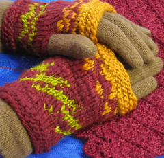 gloves and cowl small