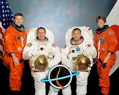 STS-114 / COLLINS KELLY NOGUCHI ROBINSON THOMAS LAWRENCE CAMARDA / DISCOVERY (famille.sebile) Tags: lawrence thomas space astronaut nasa collection crew shuttle kelly noguchi eileen collins discovery robinson cosmonaut autographe iss esa signed docking astronaute sts114 cosmonaute cnes camarda autograh