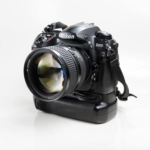 Nikon D200, MB-D200, 85/1.4