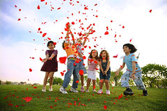 Kids are spontaneous (Sameh Wassef) Tags: kids happy littlekids enjoying hapiness happytime playingkids