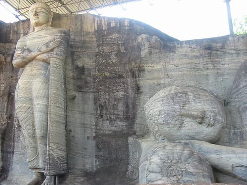 Twee van de drie boeddha's in Gal Vihara
