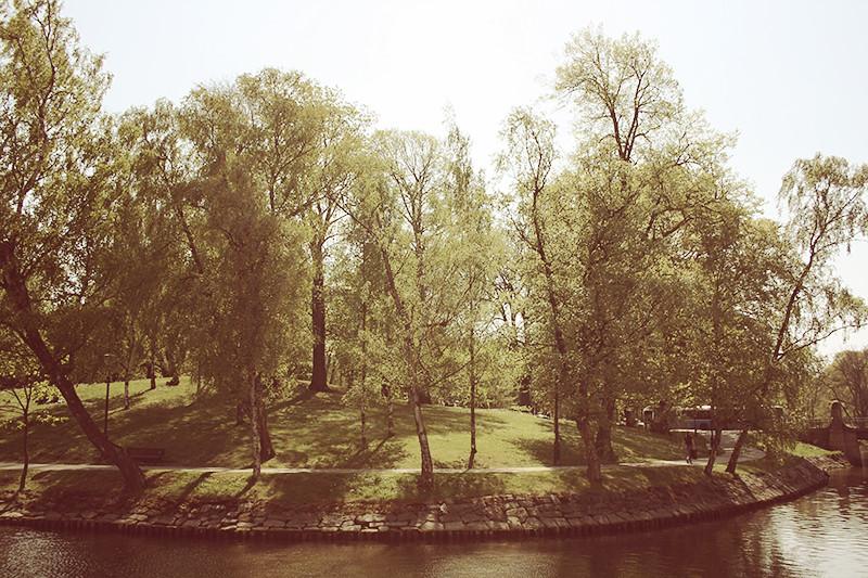 utsikt från platsen på kanalkanten
