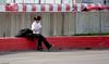 Chu Tanné...le circuit est trop long...y fa chaud (Luc Deveault) Tags: street canada girl women quebec québec skate luc deveault psmaportrait lucdeveault