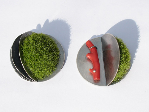 2 moss ball brooches by joannagollberg.