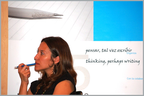 pensar, tal vez escribir --- thinking, perhaps writing