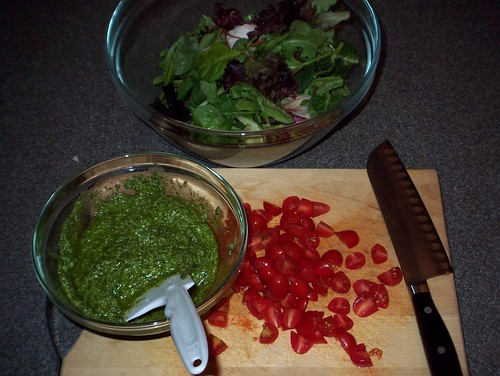 pesto tomato salad ingredients