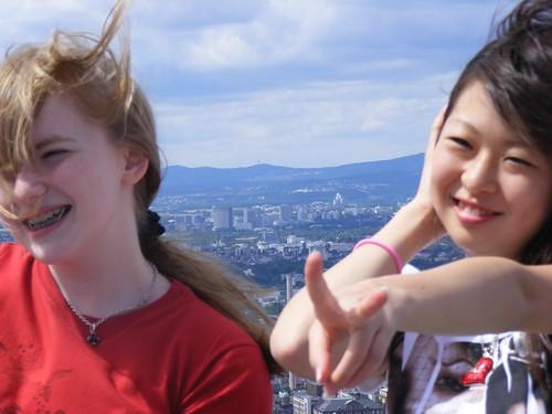 Una estudiante japonesa de visita en Frankfurt con una estudiante alemana