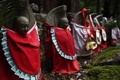 2008-07 Koyasan 039 (blogmulo) Tags: red cemetery statue japan rojo cementerio buddhism koyasan koya sacred kansai sagrada japon budismo japn okunoin shingon okuno blogmulo