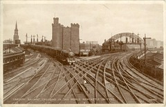 THE CASTLE of  NEWCASTLE UPON TYNE and the hugh railway crossing (forpawsgrooming) Tags: castle newcastle trains tyne steam tynebridge keep railways trainspotting thekeep steamtrain railwaycrossing oldcastle