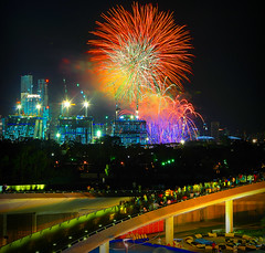 Arms Entwined, The Chosen Few (Filan) Tags: marina u2 lights singapore cityscape nightshot fireworks bono pyro countdown 2009 barrage newyearsday singapura filan thechosenfew marinabarrage marinabaycountdown filanthaddeusventic armsentwined heartofsingapore marinabaysandshotel filannikon filand3 filantography nikonfilan filanthography nikonianfilan iamfilan