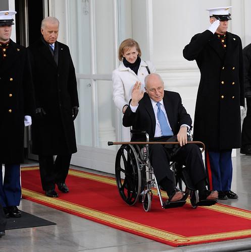 Dick Cheney en silla de ruedas