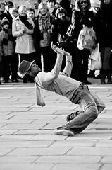 Street performers - Notre Dame (by saqimtiaz)