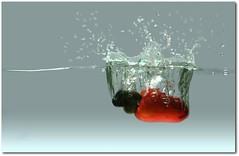 Caju Splash (Luiz Henrique Assunção) Tags: water fruit canon eos fruta splash cashew picnik caju flickrstars 40d licassuncao