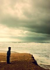 Eh tu!!! (maria.benitezmontero) Tags: sea españa beach children mar spain waves pentax playa andalucia cadiz tormenta olas storn chiclana barrosa labarrosa niñi pentaxk100d mywinners superbmasterpiece diamondclassphotographer justpentax