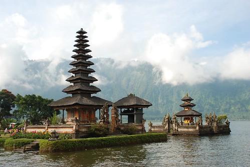 2008-0608 (7119) Ulun Danu Temple