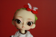 Me's bawd (The Dolly Mama) Tags: cute bigeyes doll bald adorable bow bjd bigears nohair huji hujoo