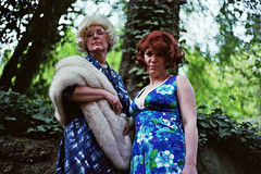 (Fiona Taylor) Tags: portlandia motherdaughter mrshowellginger giligansislandparty gettingwiggy