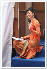 Backstage Beauty (l i j) Tags: public indonesia singapore stage queen wish backstage kebaya beautifulgirl lij orchardroad beautycontestwinner indonesiatourism missindonesia indonesiangirl lijesh indonesianbeauty  puteriindonesia jakartagirl       lijeshphotography wwwfacebookcomlijeshphotography