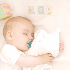 creamy (maxivida) Tags: baby 1025fav toy child daughter kind blanket cube una asleep maxivida pacifier tochter beba schnuller dete cucla spucktuch