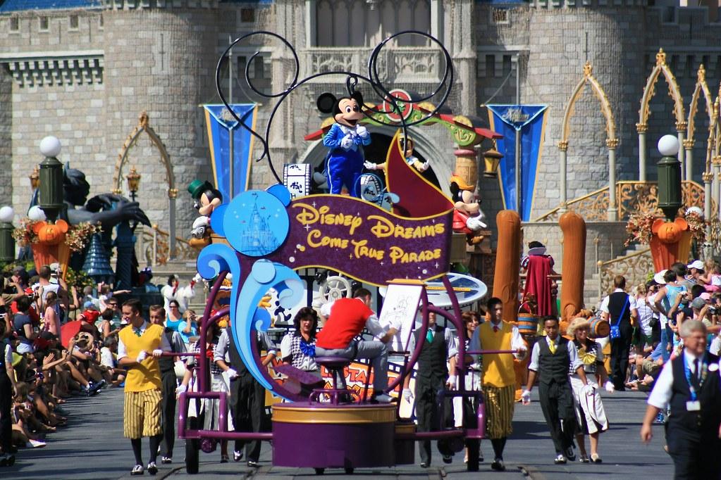disney dreams come true parade at disney character central