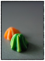 Macro Mondays_Negative Space_sweets (henrikbstudiO.dk) Tags: orange green home pentax  sigma negativespace 24mm allrightsreserved k10d pentaxk10d langelandsvej macromondays pentaxk10dsamsunggx10 henrikfrb pentaxart henrikbstudio