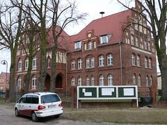 RBB-Landschleicher vor der 'Alten Schule'