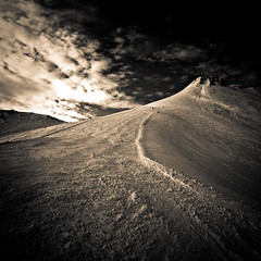 Red Run (johnny_no_hair) Tags: mountain ski france mono december piste chatel portesdusoleil johnoram