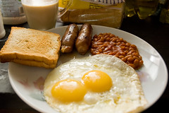 home made sausages and eggs (spo0nman) Tags: food india home up side bangalore sunny pork fries sausages eggs sunnysideup fullenglishbreakfast friedeggs