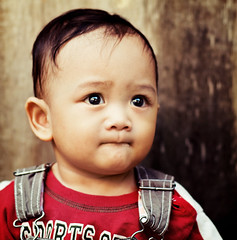 Mmmmm... (wazari) Tags: boy portrait baby smile face kids pose children square bigeyes eyes nikon asia child emotion expression posing son myson malaysia emotional anakku melayu malay wajah anak potret 50mmlens nikond200 availablelightphotography naturallightphotography anakkecil haiqal theunforgettablepictures wazari expressi aseankids anakkumy sonwazarihaiqal