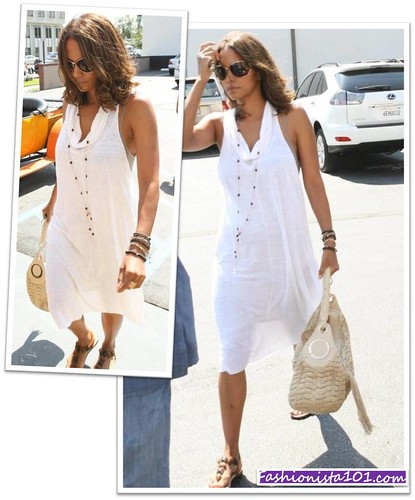 pictures of halle berry dresses. The beauty that is Halle Berry