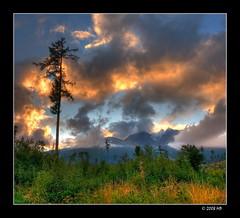 at sunset (Mariusz Petelicki) Tags: sunset sky clouds slovakia hdr canonefs1022mm chmury niebo hightatras zachdsoca sowacja canon400d tatrywysokie aplusphoto 2x3xp mariuszpetelicki tatrzaskaomnica