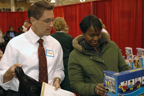 WISH-TV8s Eric Halvorson helps one of the moms shop at the 2008 Toy Shop.