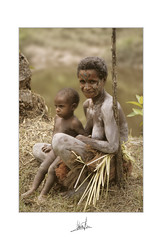 Papuan mother & son. KARAWARI RIVER. PNG (Pr'amor f/11) Tags: world street family portrait people woman youth portraits river children women faces papua ethnic streetstyle karawari marianogarciamg