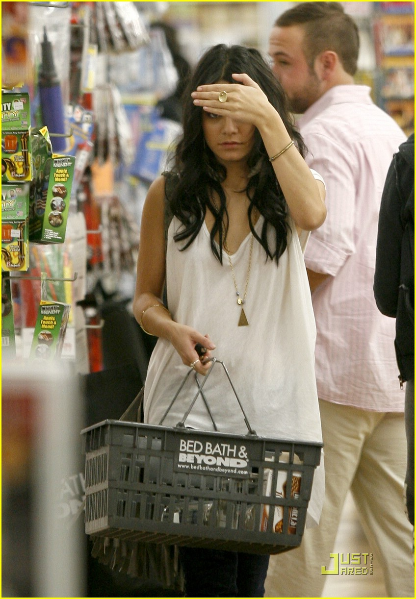 vanessa-hudgens-bed-bath-beyond-02