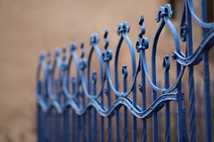 Fence (Gwenal Piaser) Tags: blue canon fence eos 85mm telephoto luxembourg canoneos luxemburg telephotolens luxemburgo 85mmf18 lussemburgo 50d ltzebuerg canonef85mmf18usm eos50d canoneos50d gwenflickr